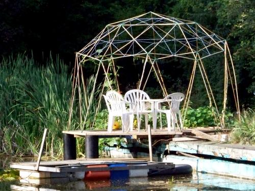 Eine geodätische Kuppel als Pavillon
