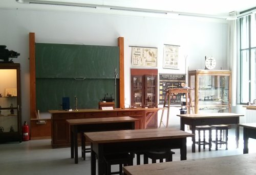Schulmuseum: Klassenraum für den naturwissenschaftlichen Unterricht